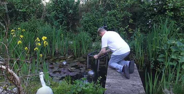 Estas espectaculares peceras se conectan con los estanques for Peceras de jardin