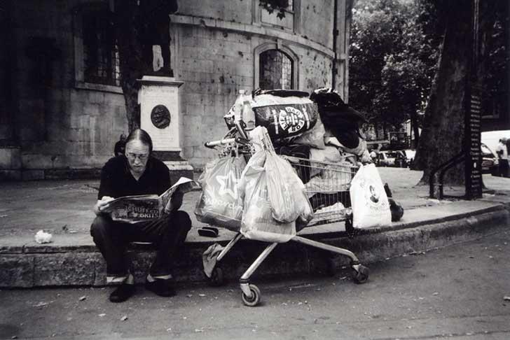 homeless-people-photography-2016-my-london-calendar-cafe-art-4