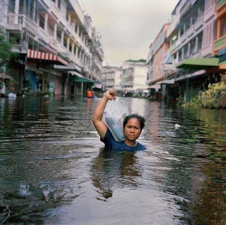 drowning-world-portraits-climate-change-gideon-mendel-8