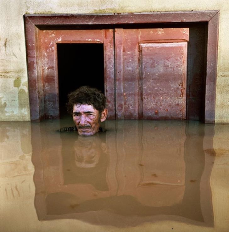 drowning-world-portraits-climate-change-gideon-mendel-1
