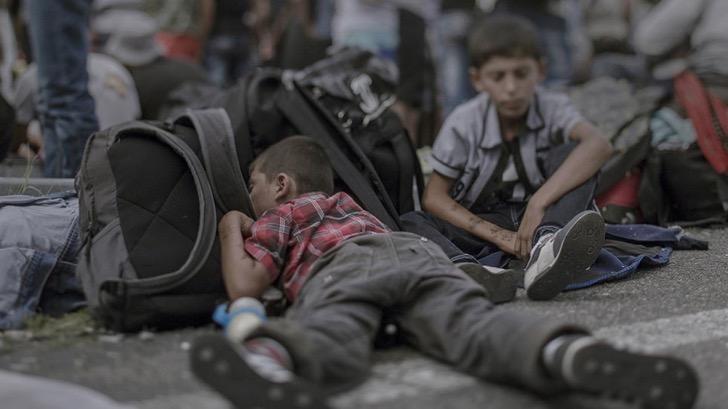 ninos-refugiados-mochila