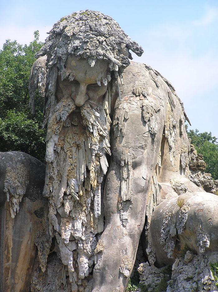 Esta epica escultura esconde un enorme secreto en su interior 07