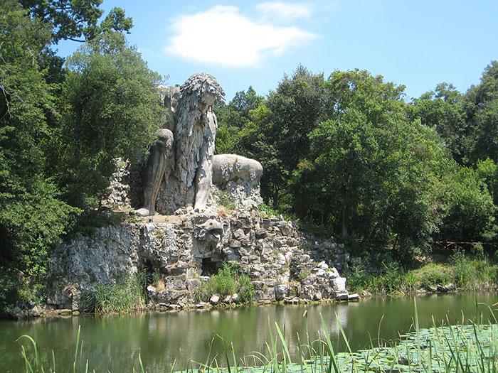 Esta epica escultura esconde un enorme secreto en su interior 08