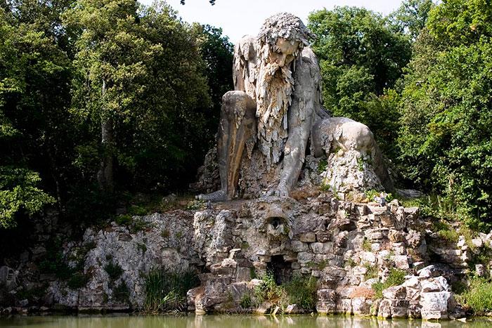 Esta epica escultura esconde un enorme secreto en su interior 02